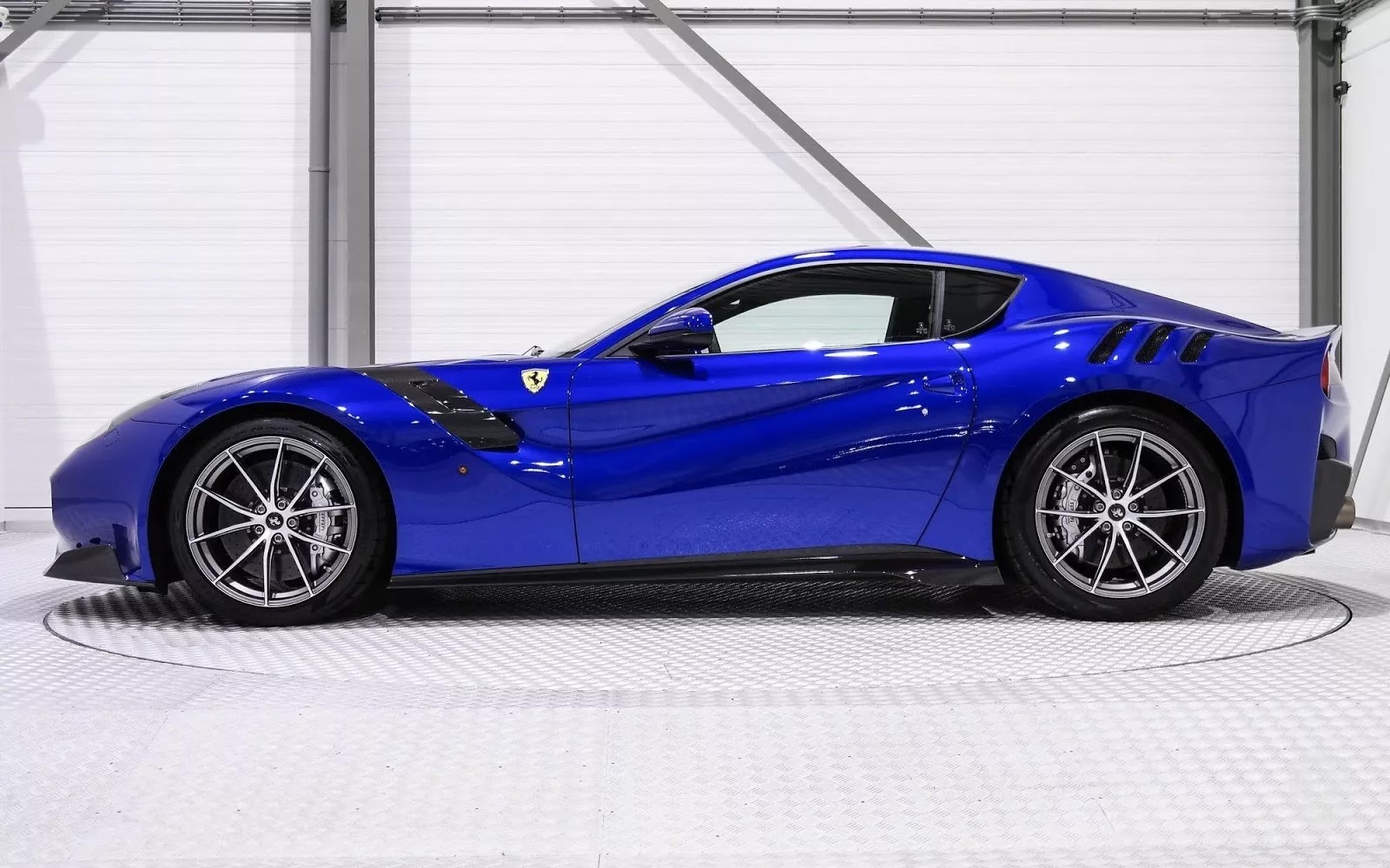 One-Off_Electric_Blue_Ferrari_F12tdf_02