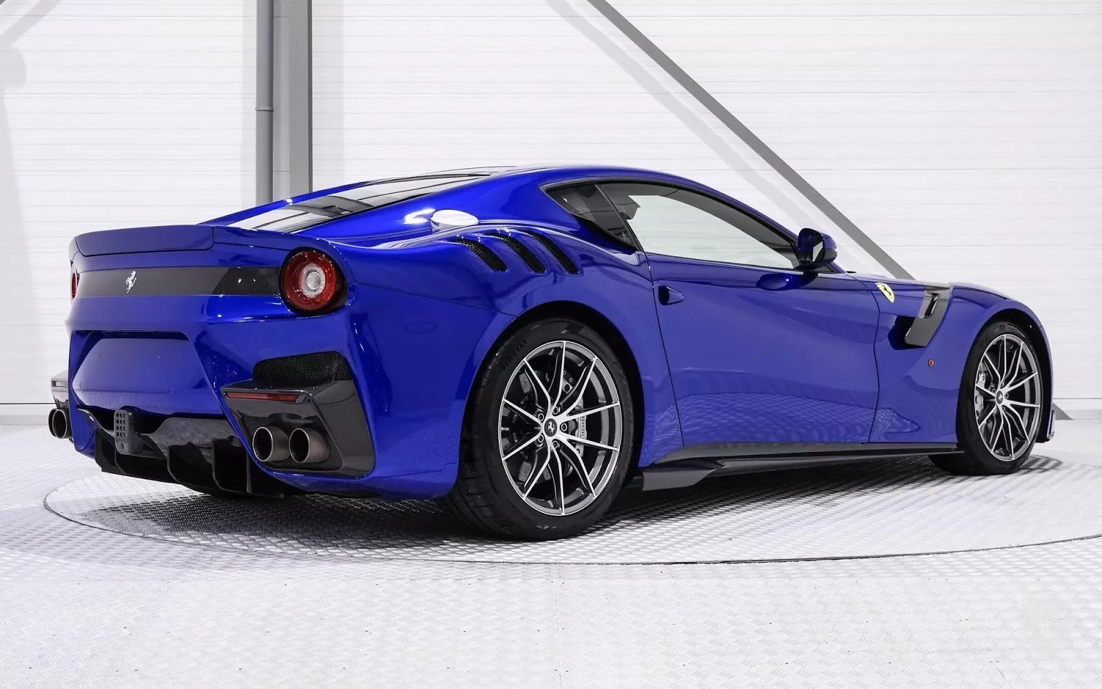 One-Off_Electric_Blue_Ferrari_F12tdf_03