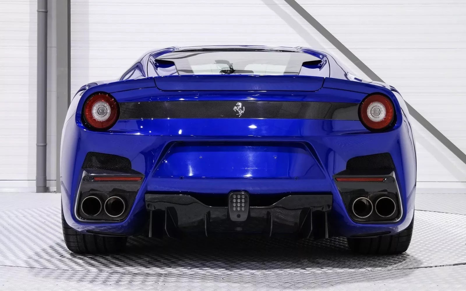 One-Off_Electric_Blue_Ferrari_F12tdf_05