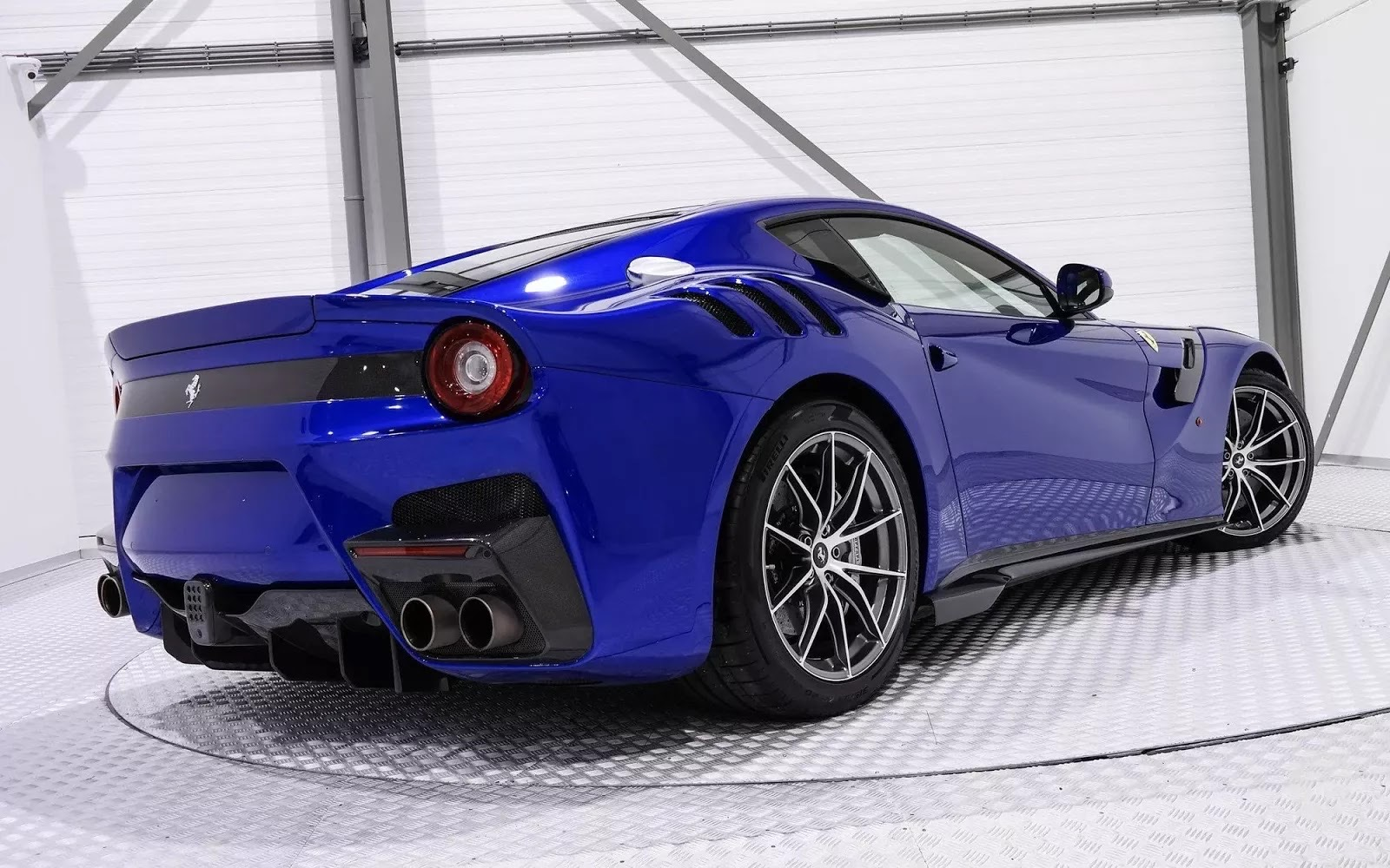 One-Off_Electric_Blue_Ferrari_F12tdf_07