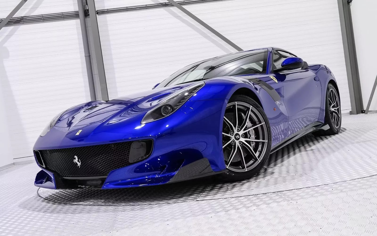One-Off_Electric_Blue_Ferrari_F12tdf_08