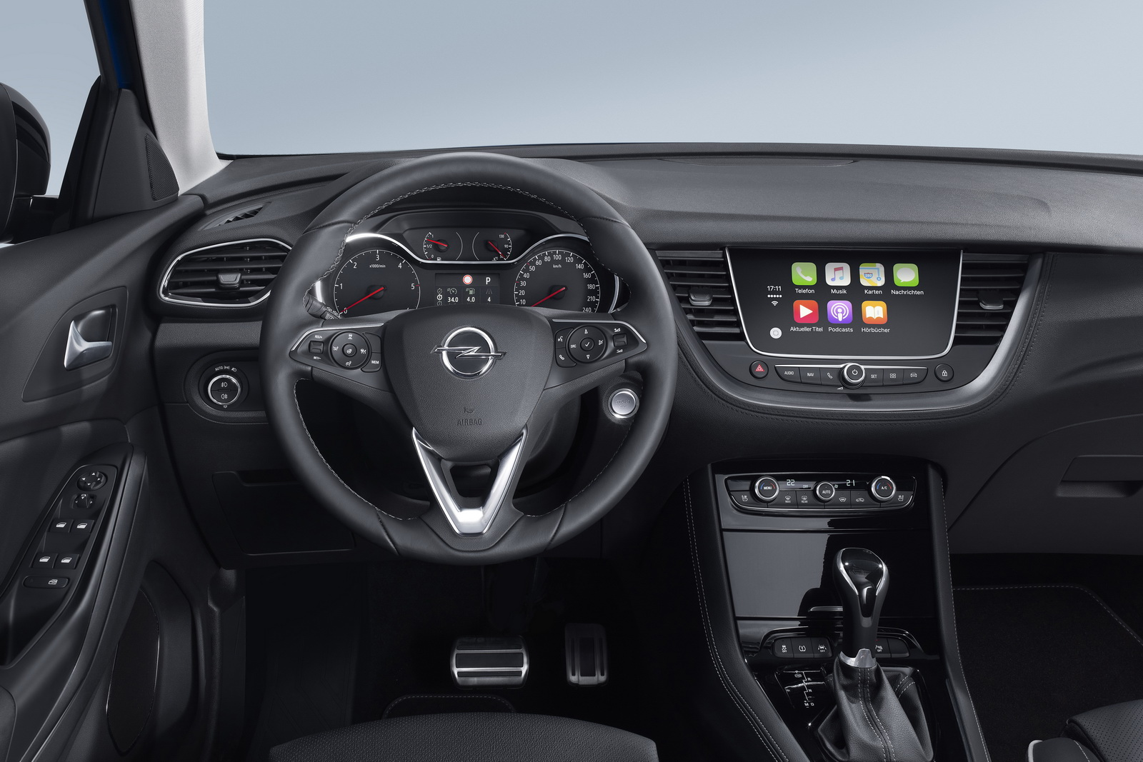 Luxury: The Opel Grandland X is now available as an Ultimate model variant, with highest comfort, top connectivity and advanced technologies.
