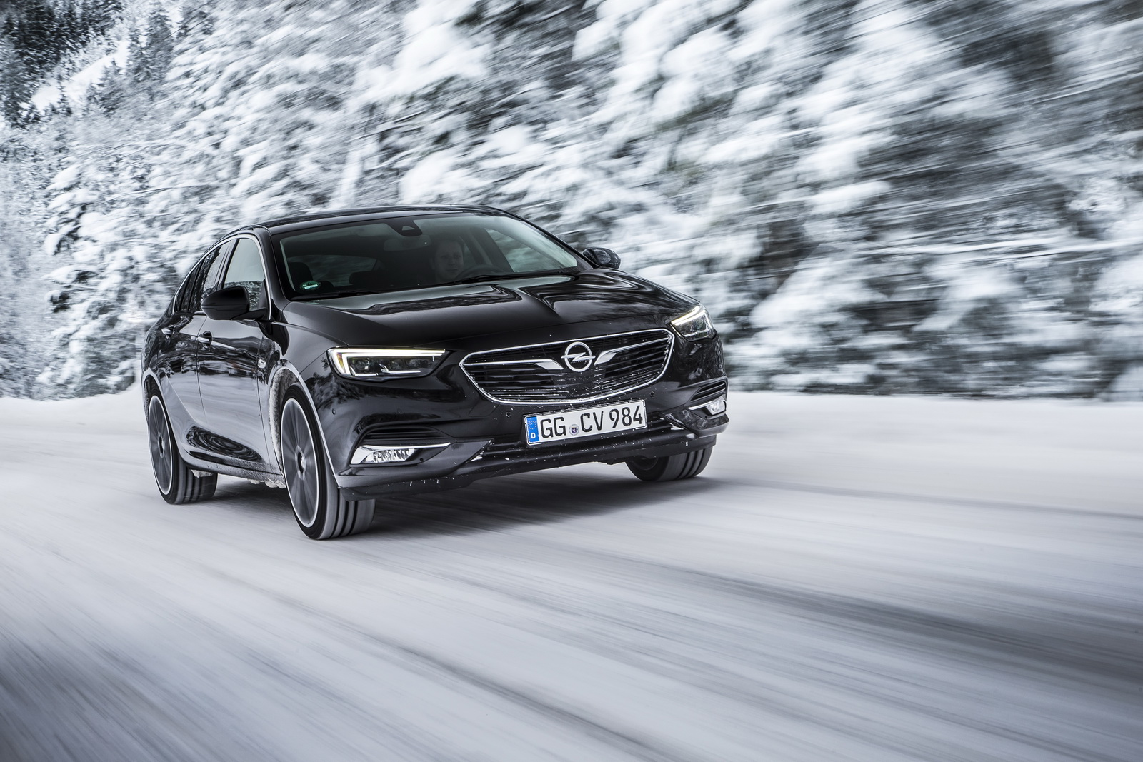 The new Opel Insignia's all-wheel drive system delivers best traction on all road surfaces.