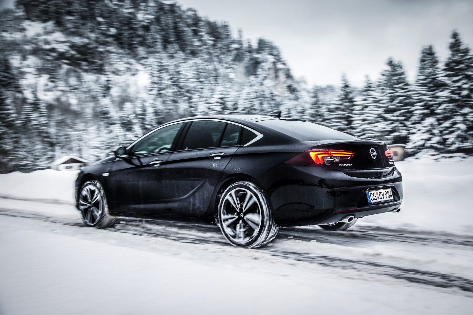 The new Opel Insignia's torque vectoring all-wheel drive system applies drive to one or both rear wheels independently.