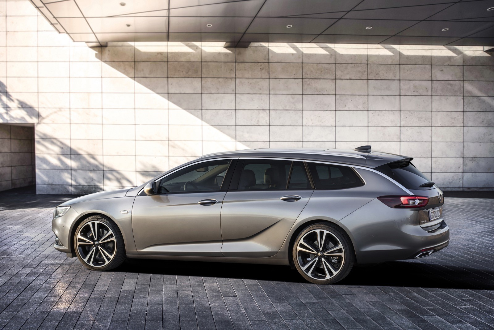 Opel Insignia Sports Tourer 2017 First Test Drive (137)