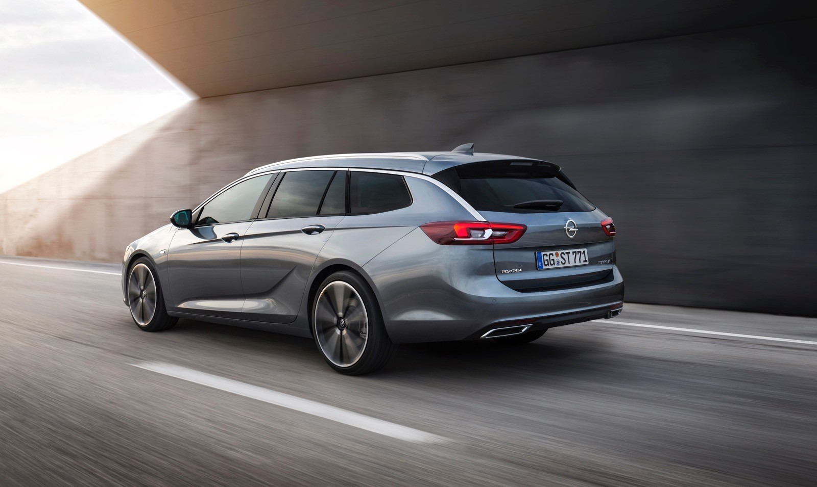 Opel Insignia Sports Tourer 2017 First Test Drive (147)