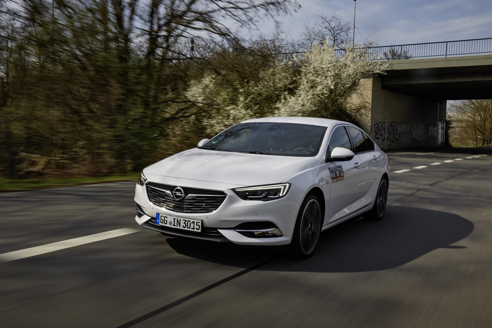 Opel Insignia Sports Tourer 2017 First Test Drive (2)