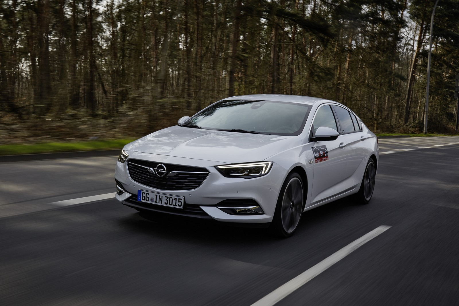 Opel Insignia Sports Tourer 2017 First Test Drive (3)