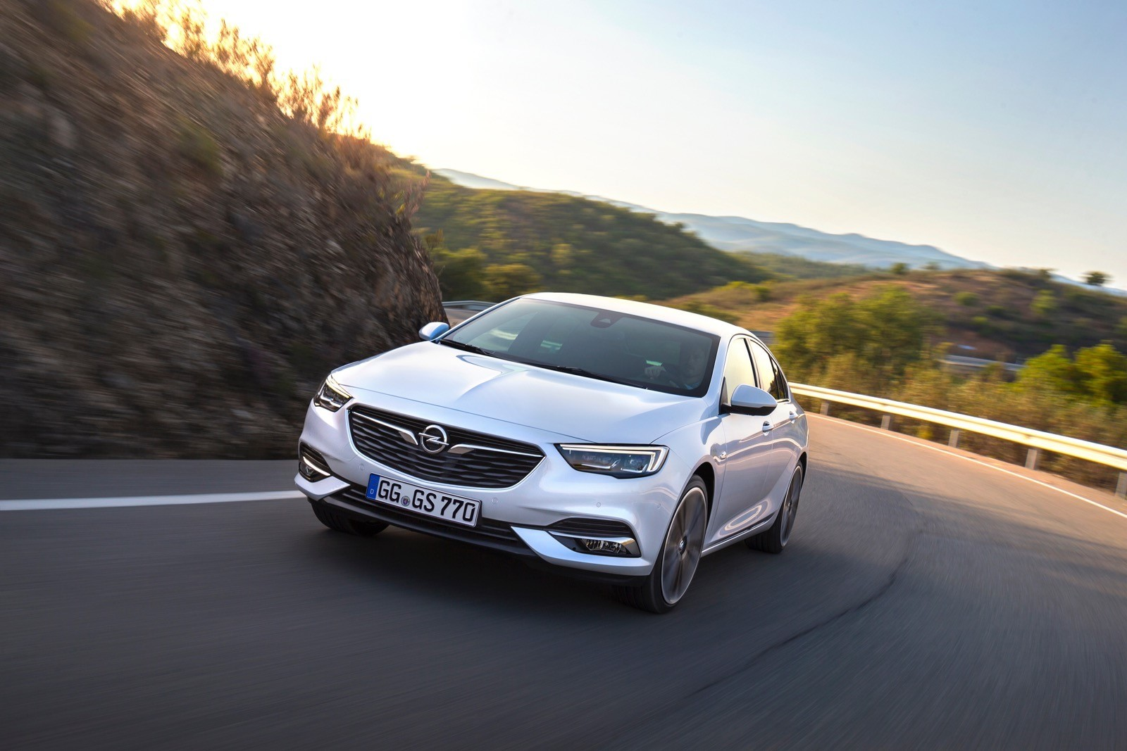 Opel Insignia Sports Tourer 2017 First Test Drive (65)
