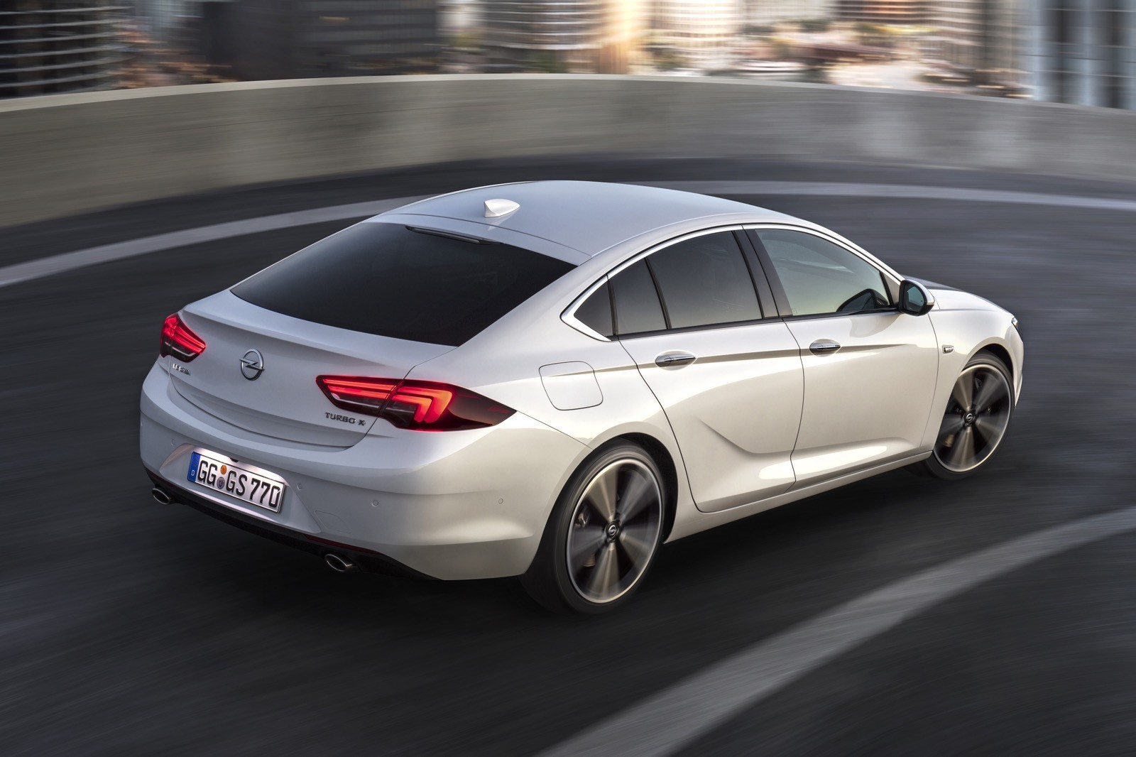 Opel Insignia Sports Tourer 2017 First Test Drive (67)