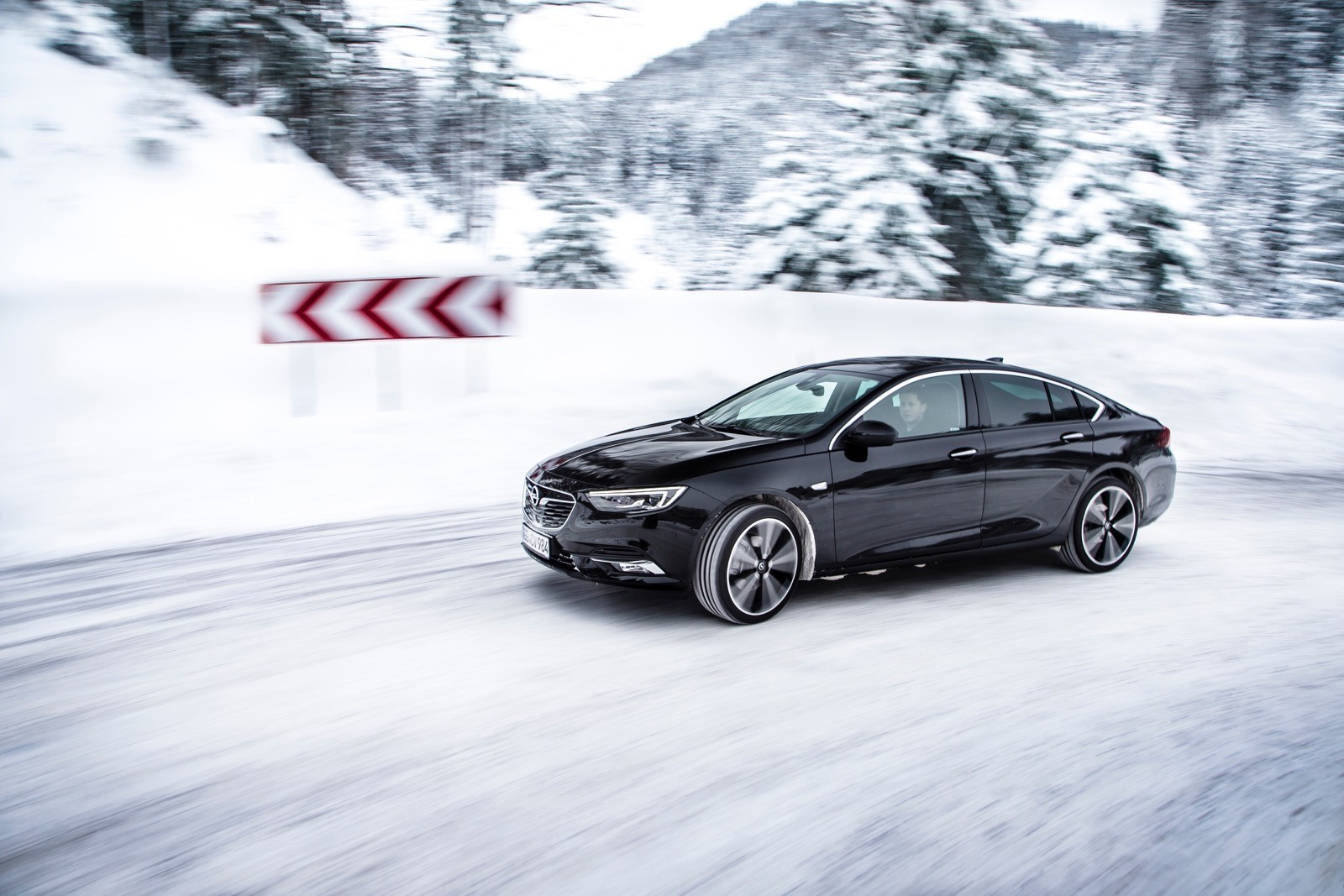 Opel Insignia Sports Tourer 2017 First Test Drive (74)