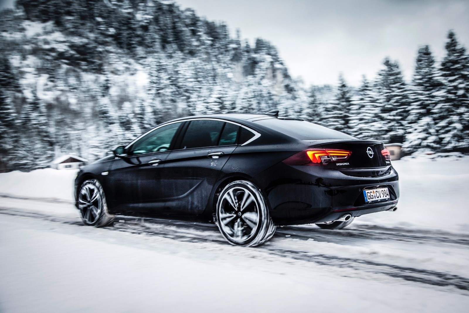 Opel Insignia Sports Tourer 2017 First Test Drive (76)