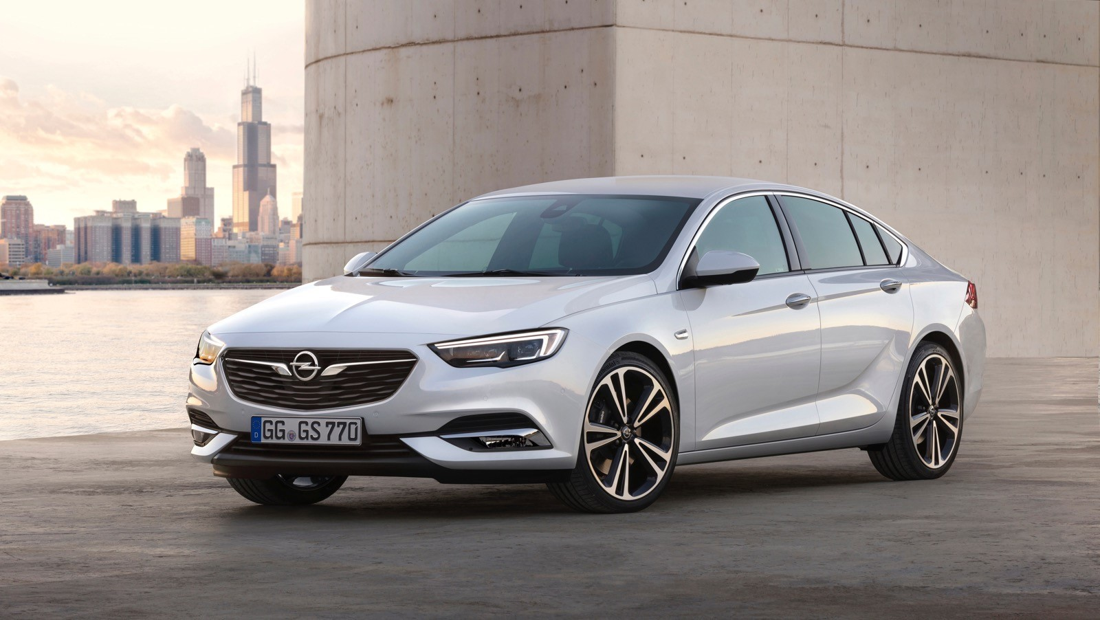 Opel Insignia Sports Tourer 2017 First Test Drive (78)