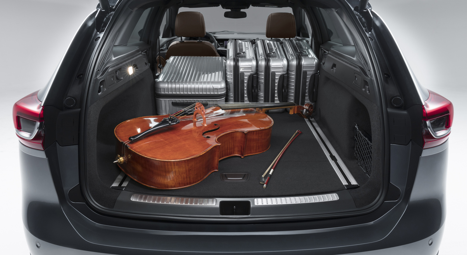 Cavernous: The trunk volume of the new Opel Insignia Sports Tourer increases at the push of a button to 1,640 liters – 100 liters more than the predecessor – by folding the rear seats.