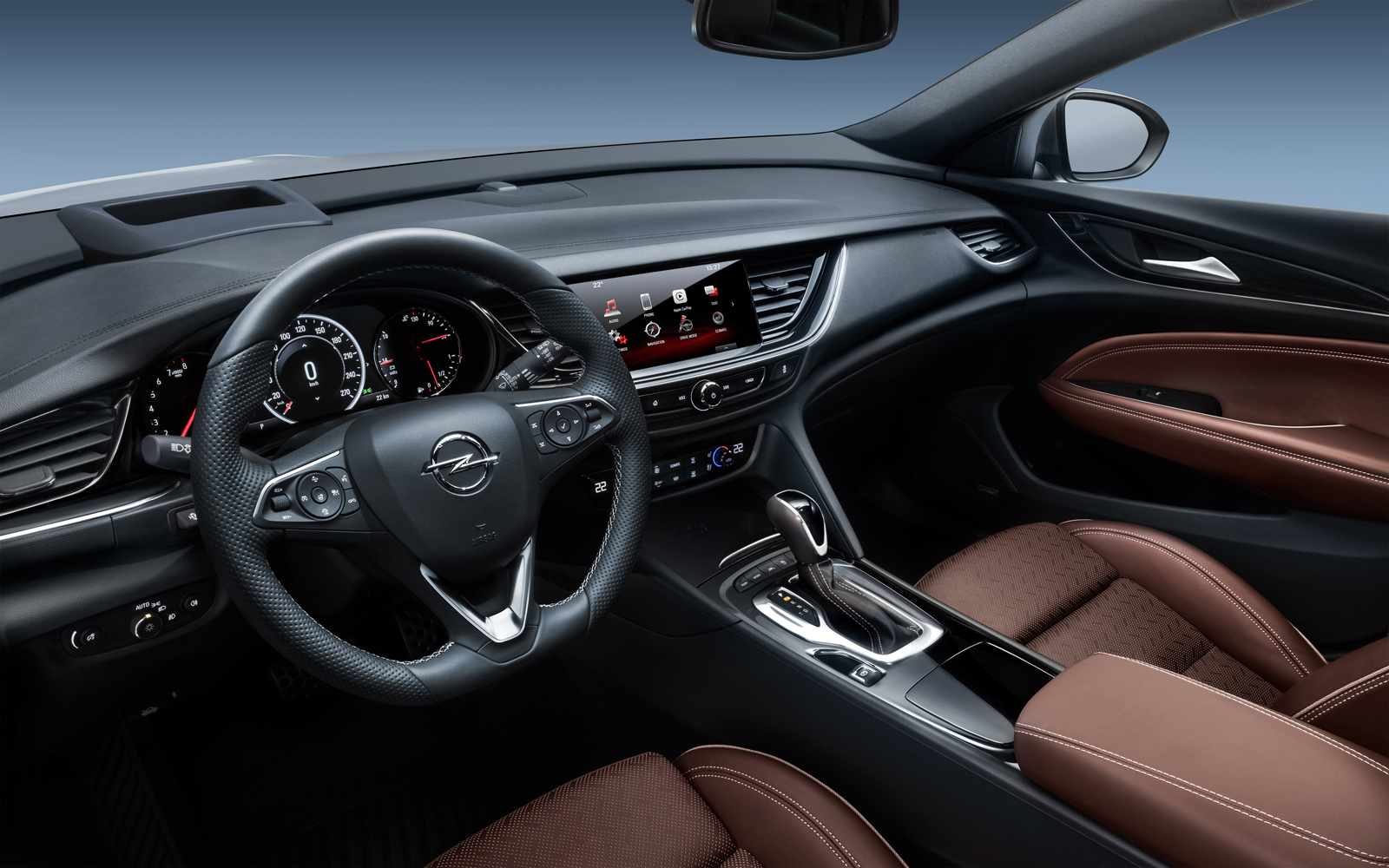 Neatly arranged cockpit: The driver of the new Opel Insignia Sports Tourer sits deep, surrounded by the instrument panel and the center console.