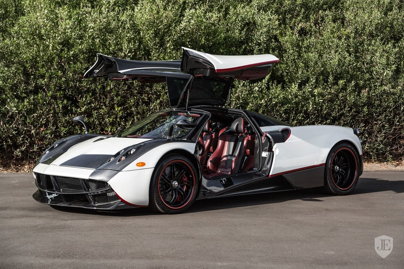 Pagani_Huayra_for_sale_0001