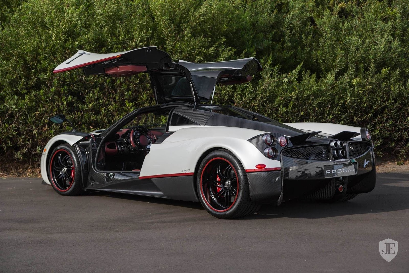 Pagani_Huayra_for_sale_0004