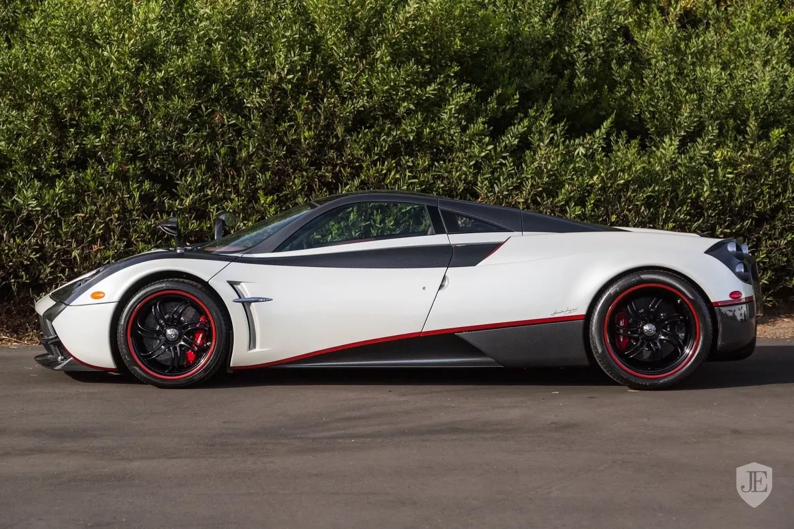 Pagani_Huayra_for_sale_0005