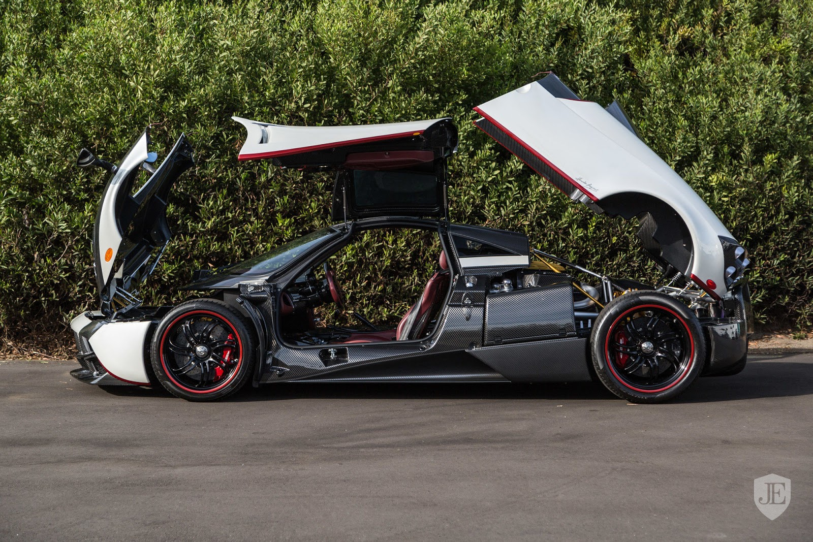 Pagani_Huayra_for_sale_0009