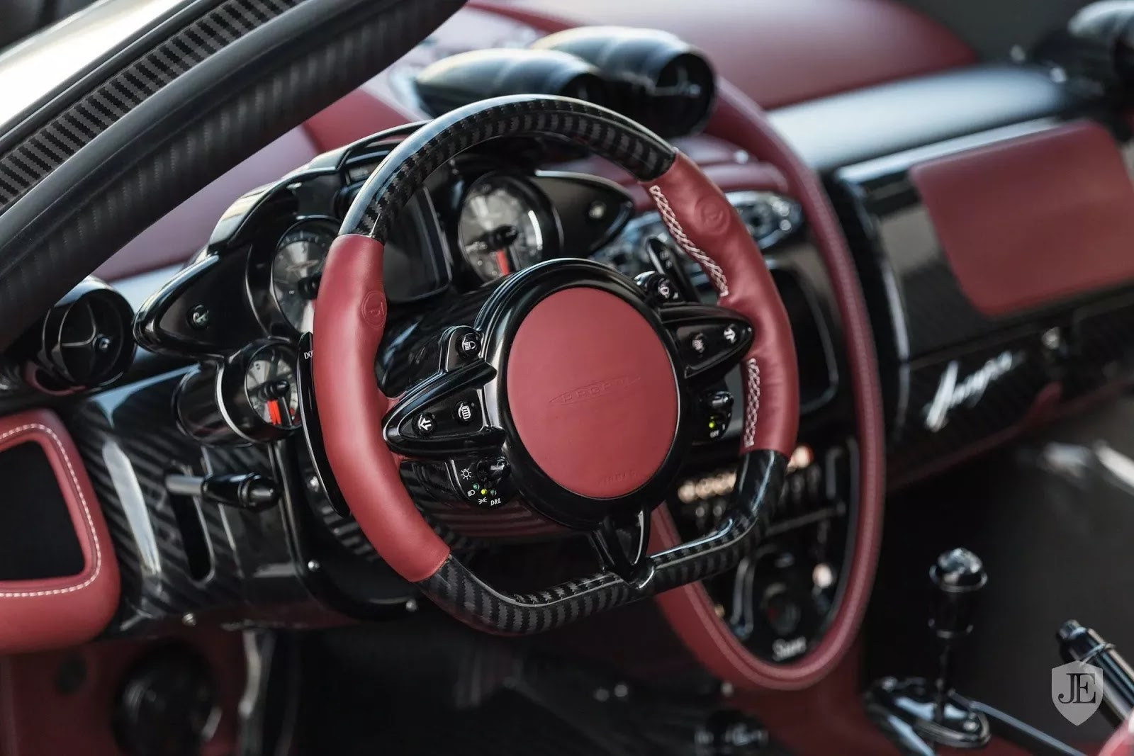Pagani_Huayra_for_sale_0014