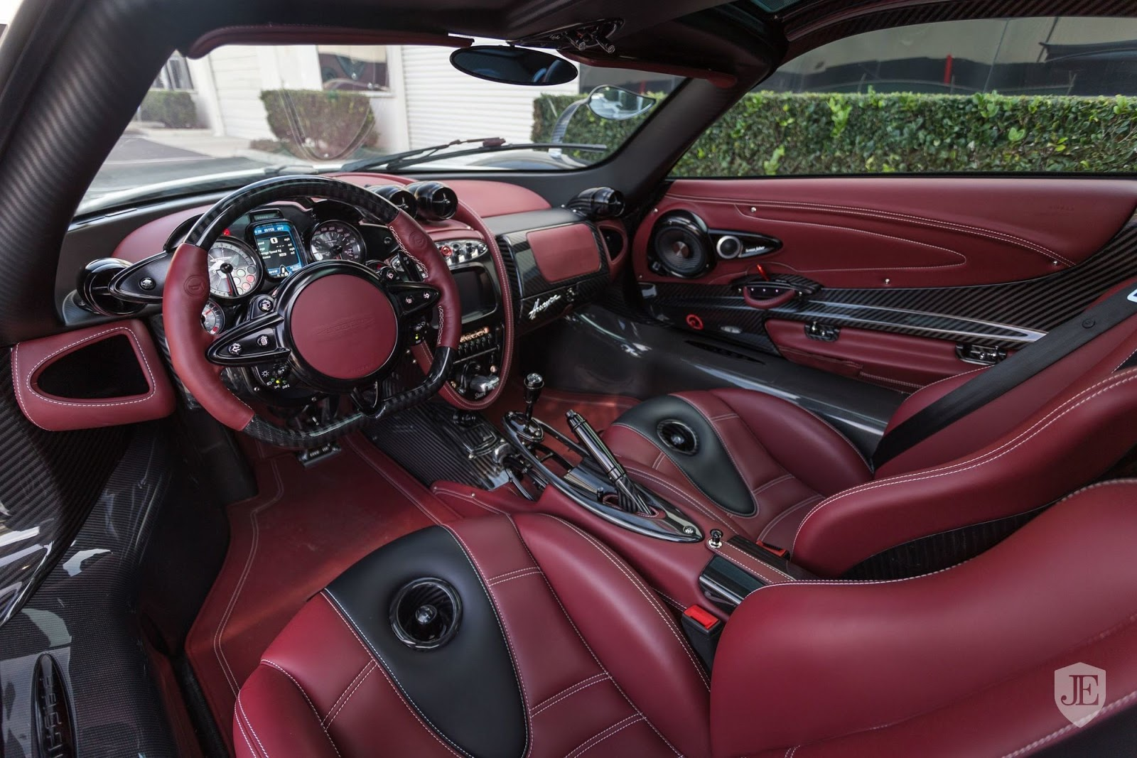 Pagani_Huayra_for_sale_0037