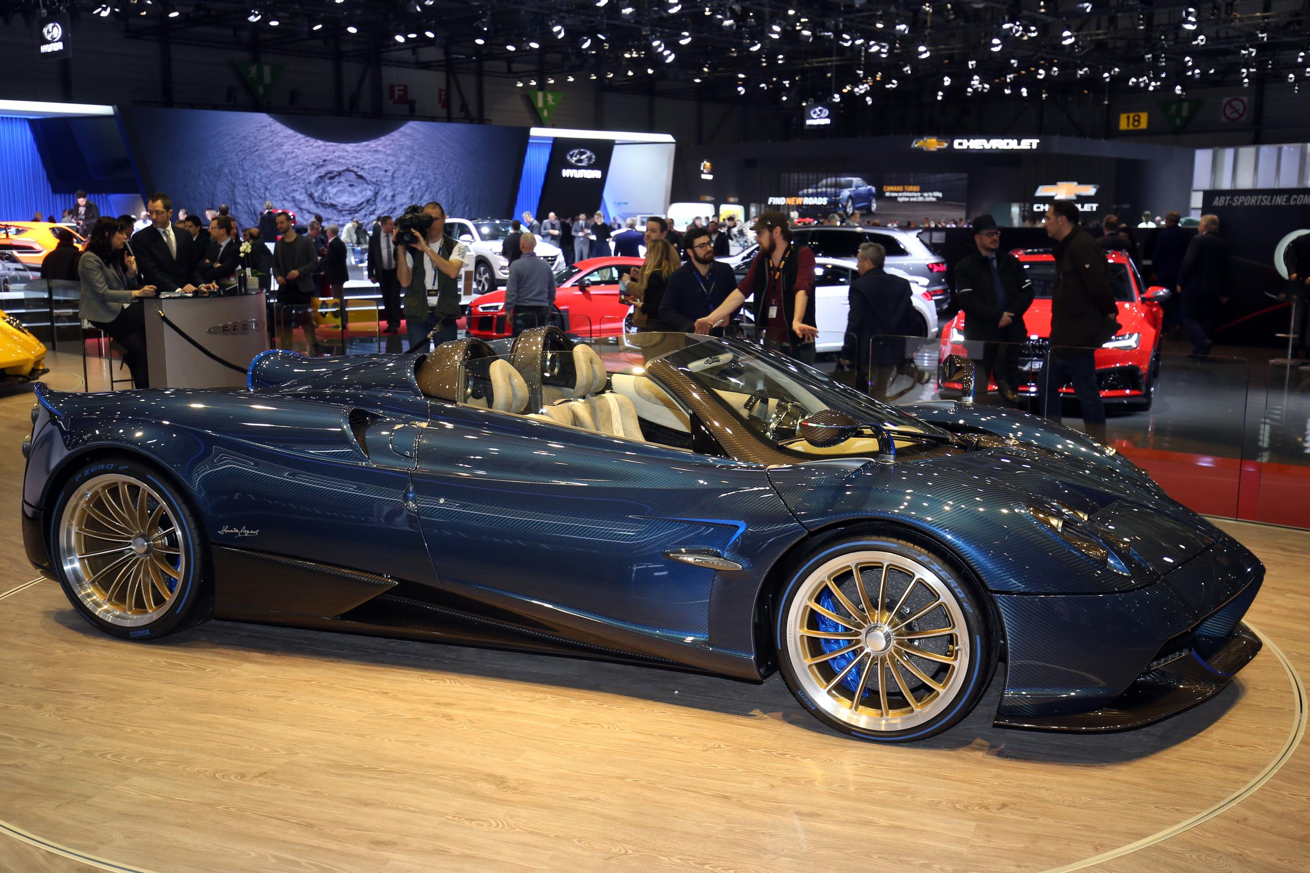 THE HUAYRA ROADSTER Pure beauty in all shapes and surfaces this is the philosophy behind Horacio Paganis latest creation From this foundation is built a