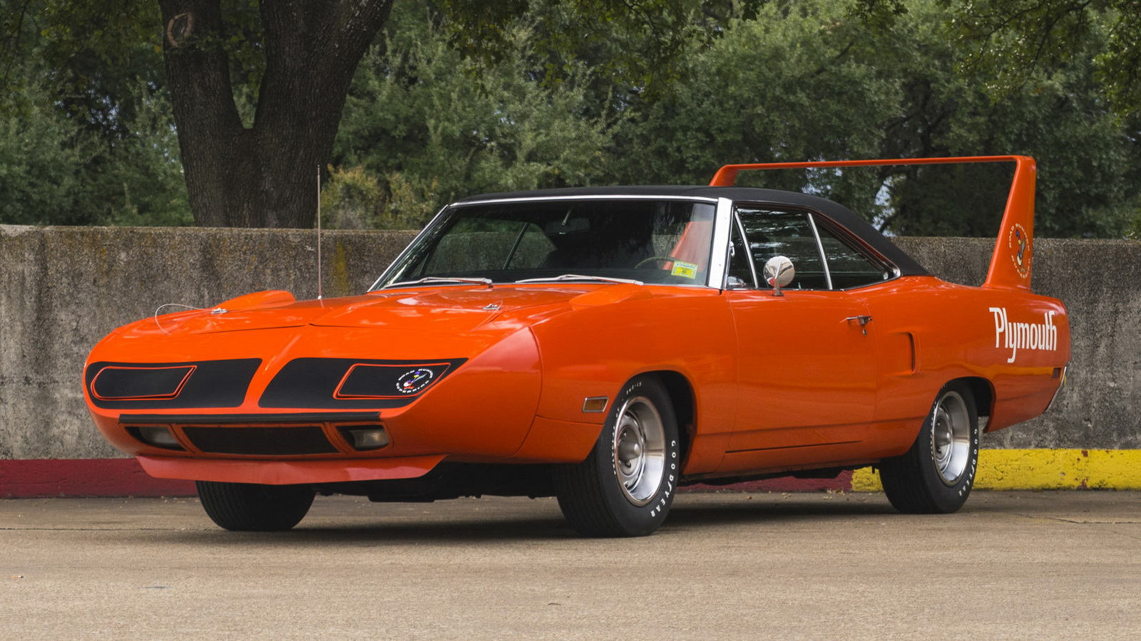Plymouth Hemi Superbird 1970 in auction (1)