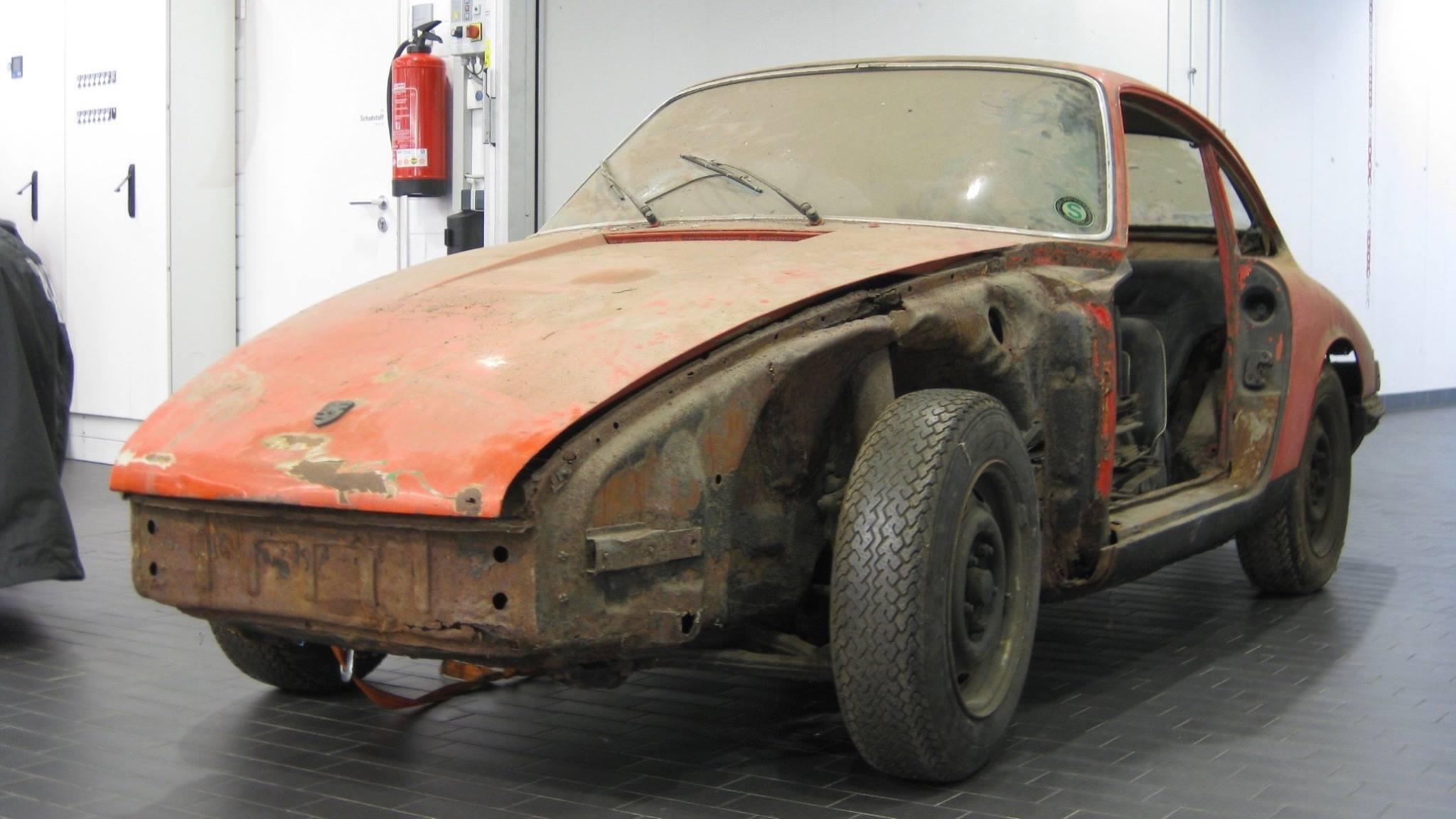 Porsche 901 911 restoration porsche museum (1)