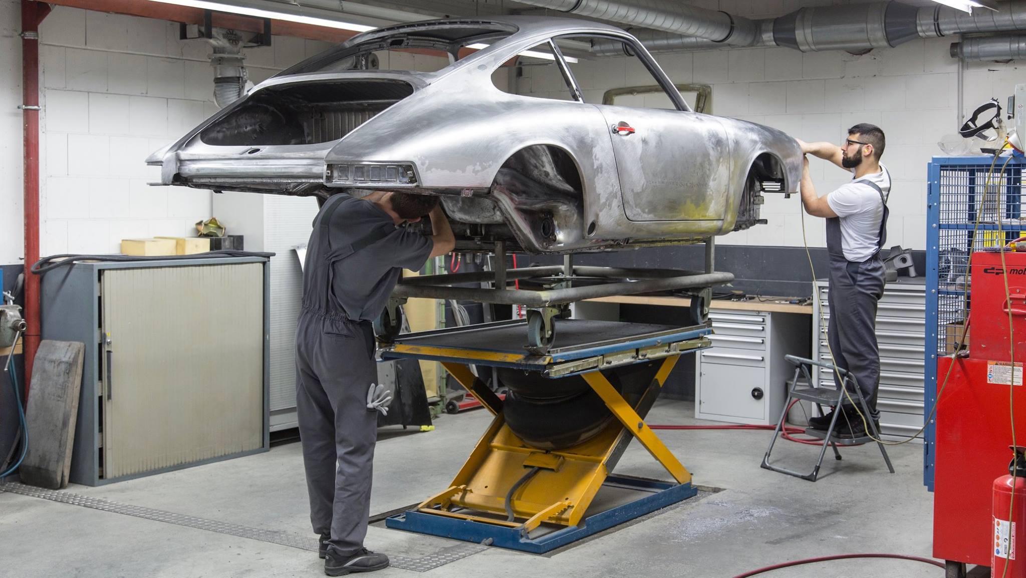 Porsche 901 911 restoration porsche museum (10)