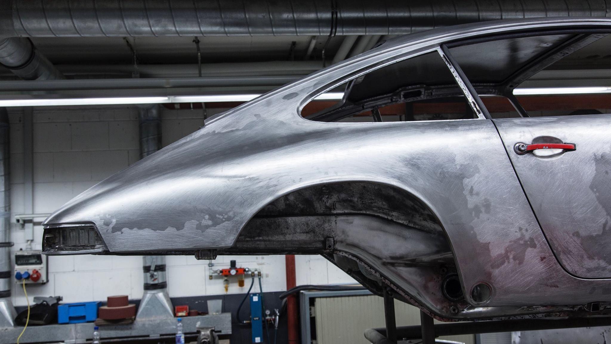 Porsche 901 911 restoration porsche museum (11)