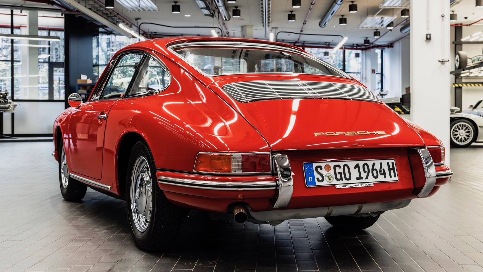 Porsche 901 911 restoration porsche museum (12)