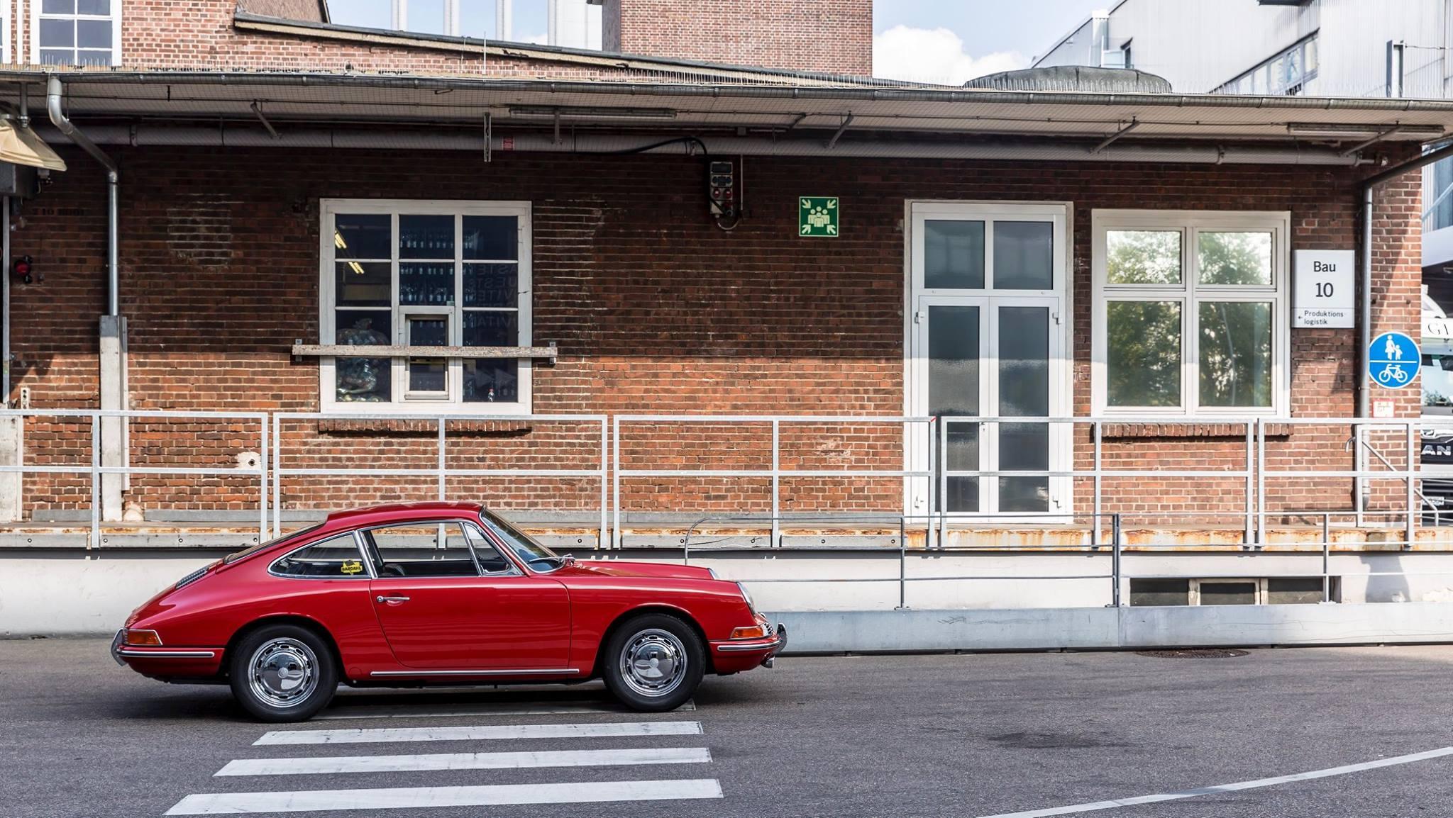 Porsche 901 911 restoration porsche museum (15)