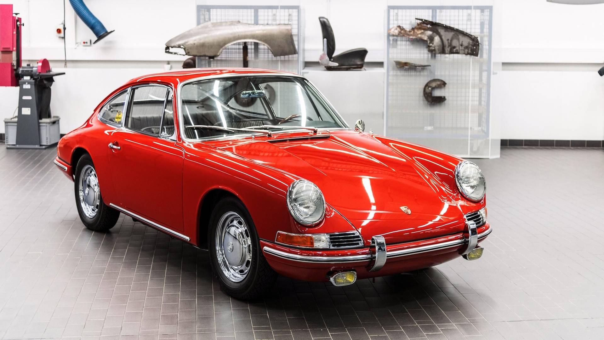 Porsche 901 911 restoration porsche museum (19)
