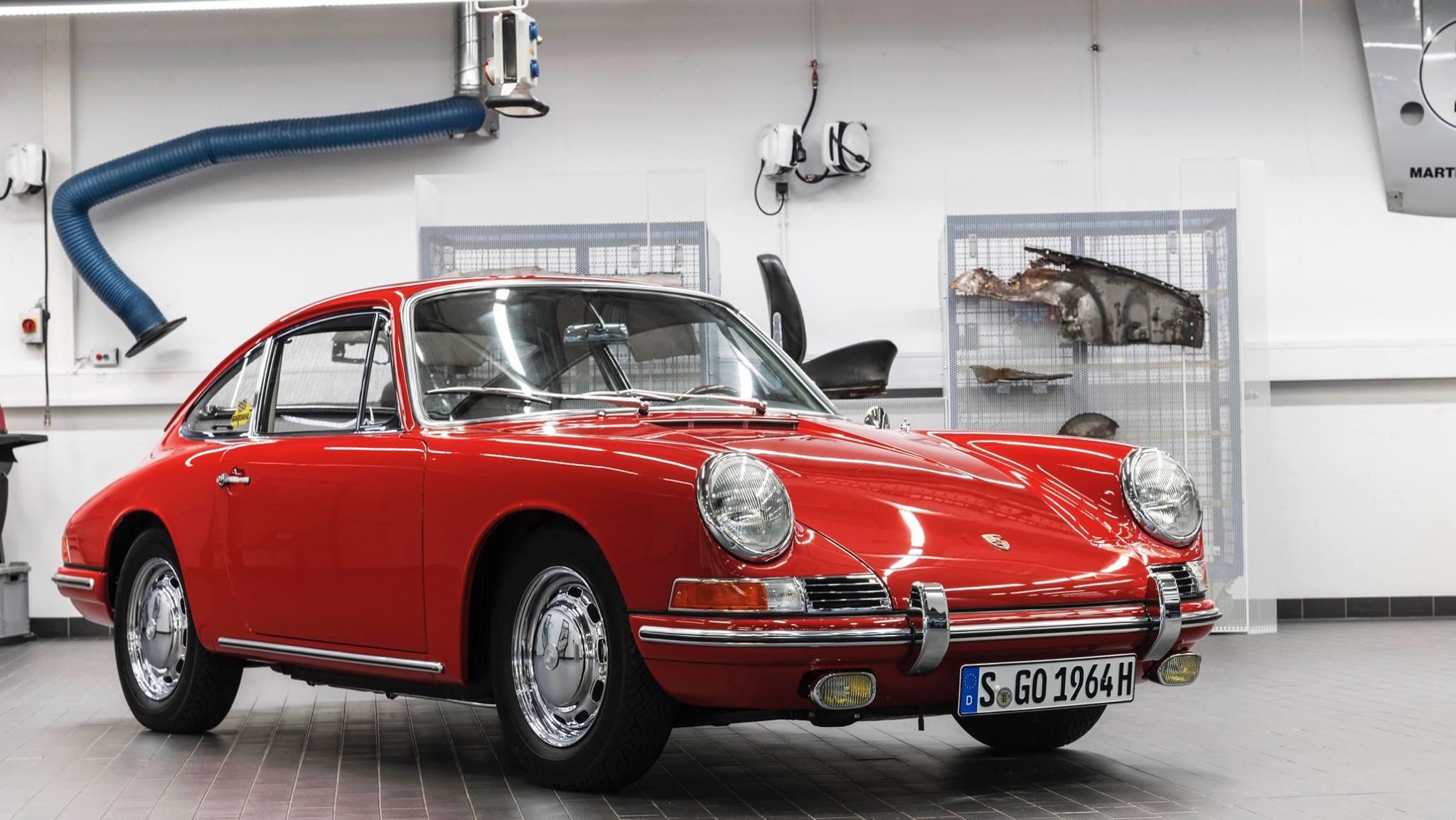 Porsche 901 911 restoration porsche museum (2)