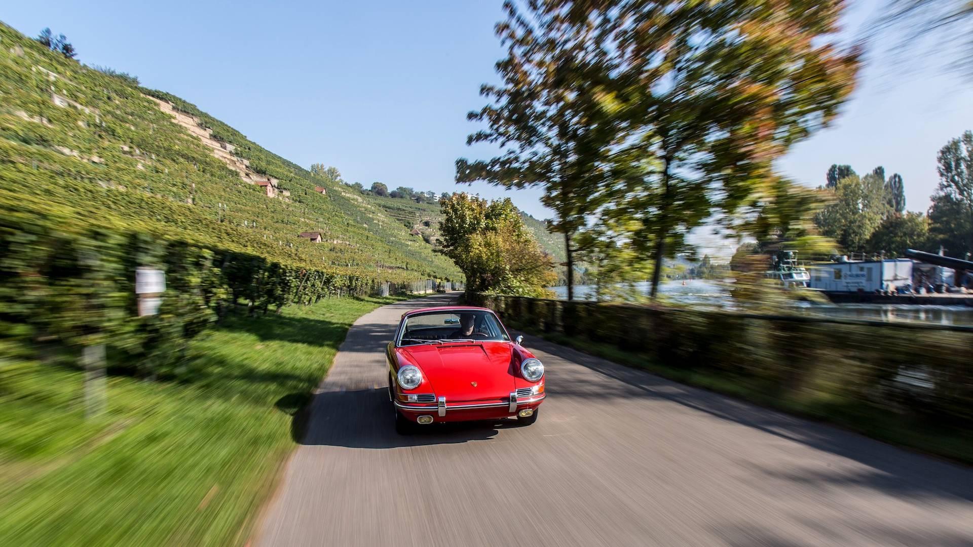 Porsche 901 911 restoration porsche museum (21)