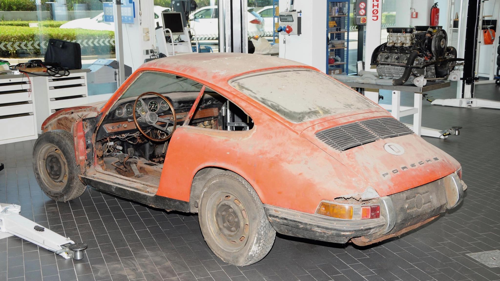 Porsche 901 911 restoration porsche museum (3)