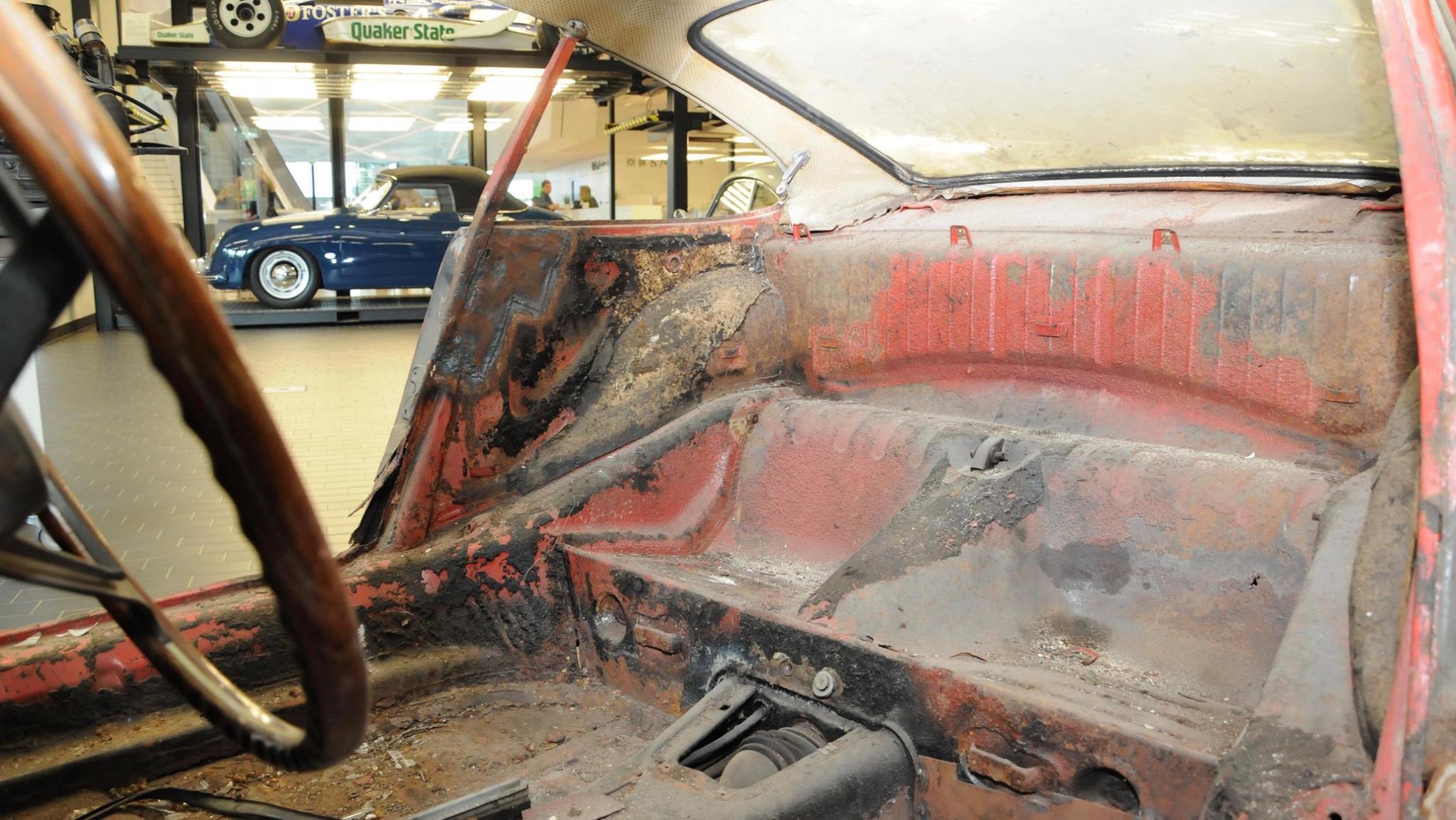 Porsche 901 911 restoration porsche museum (6)