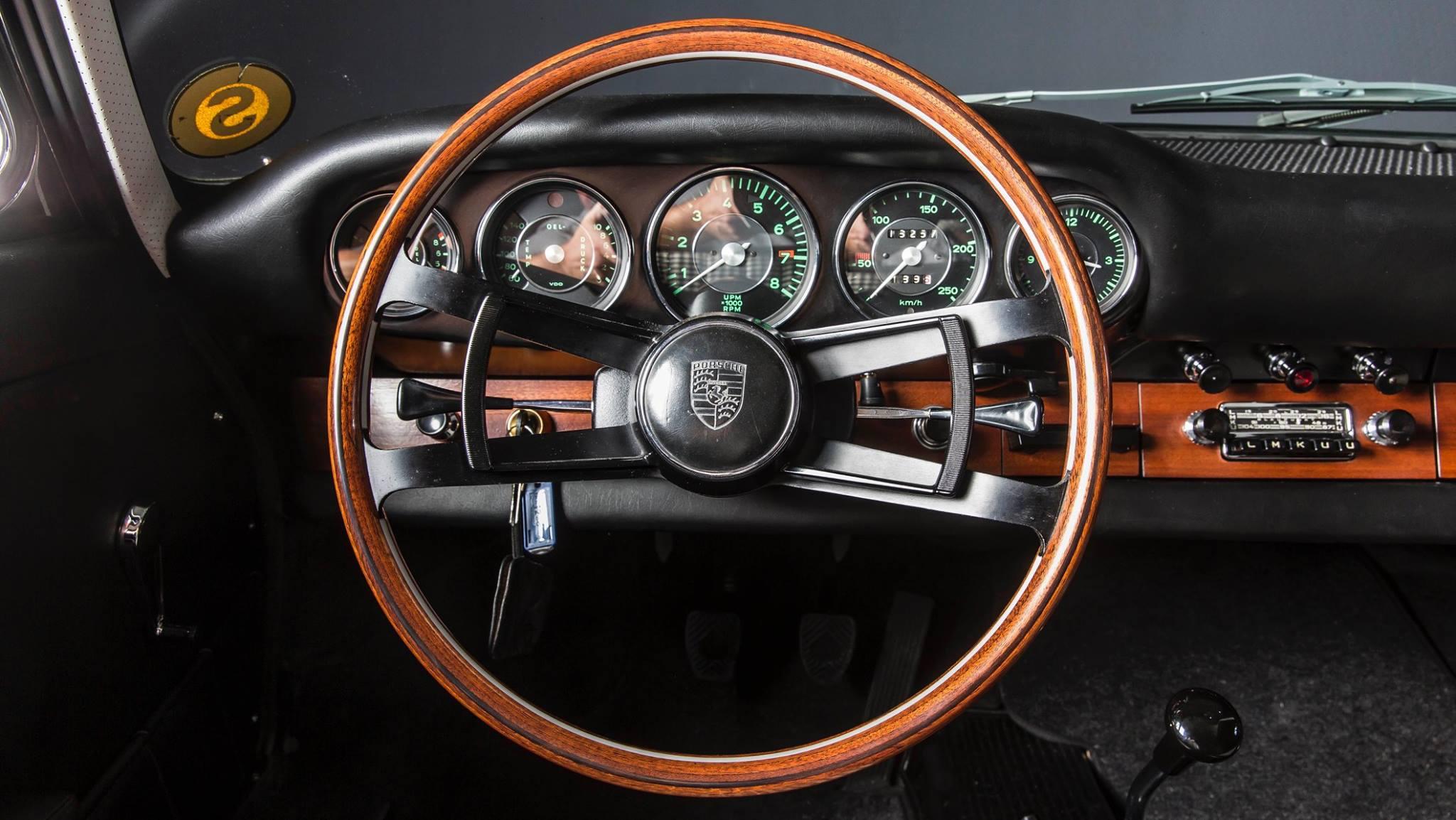 Porsche 901 911 restoration porsche museum (8)