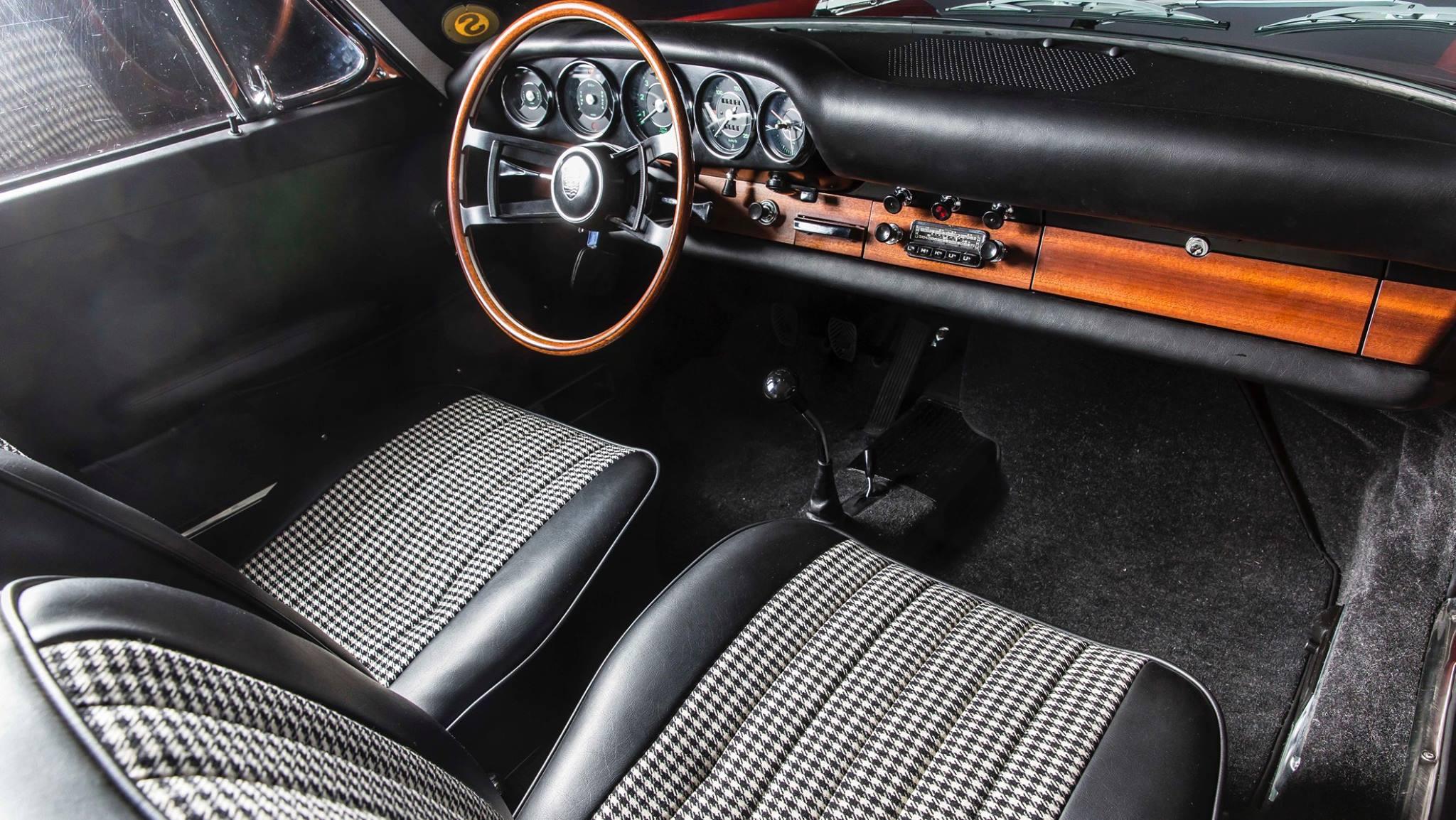 Porsche 901 911 restoration porsche museum (9)