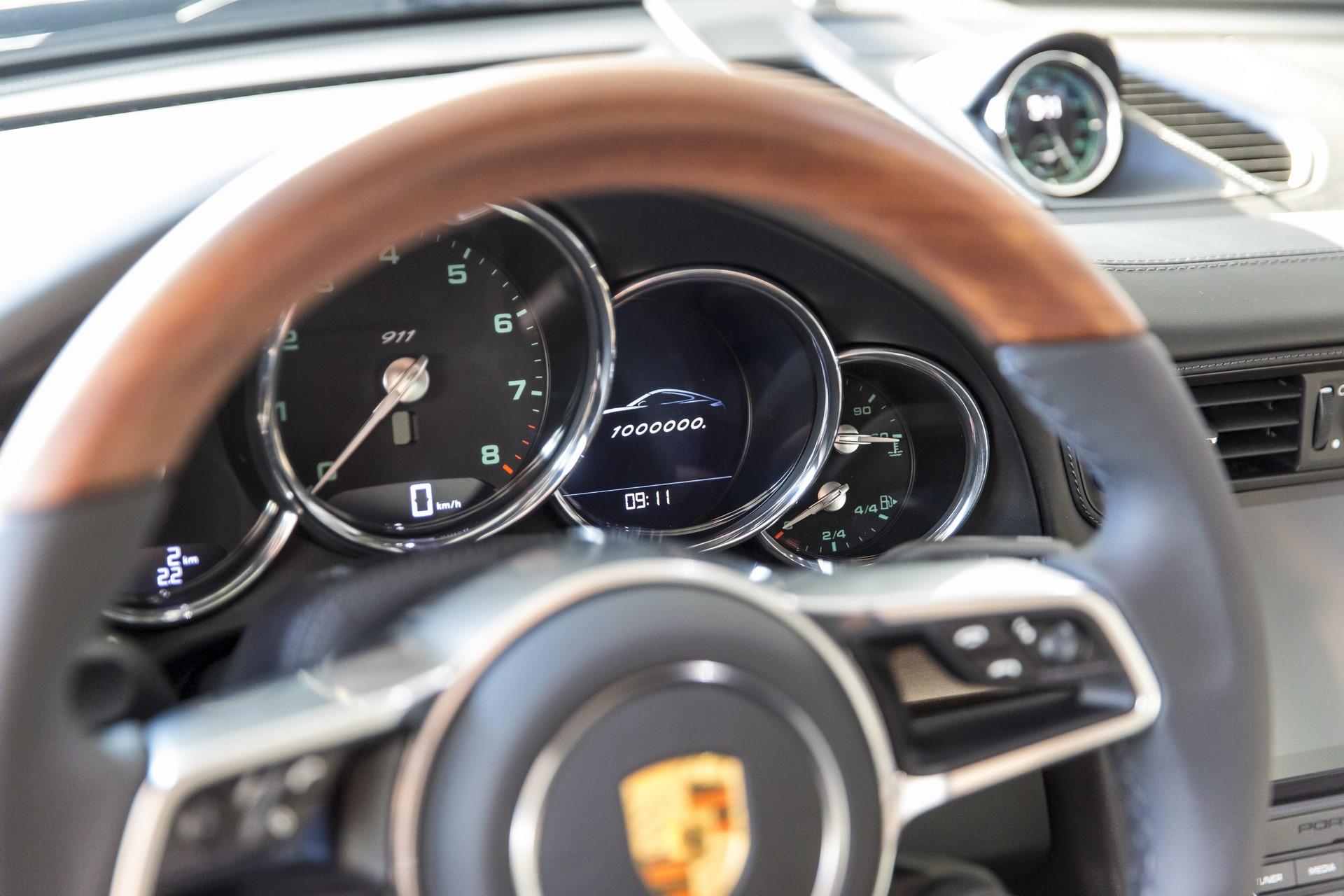 Porsche 911 1 million (9)