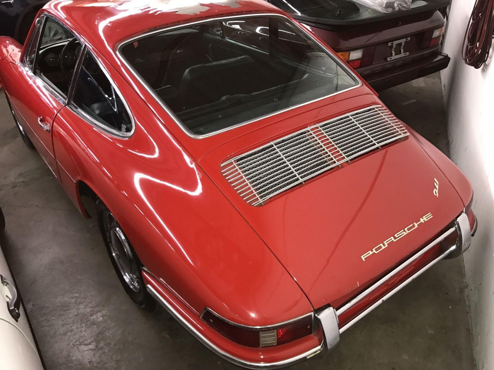 Porsche 911 1965 barn find (3)