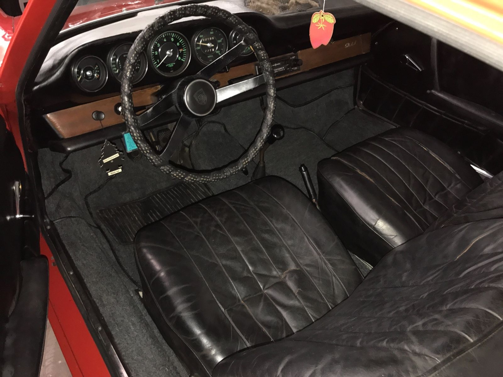 Porsche 911 1965 barn find (6)