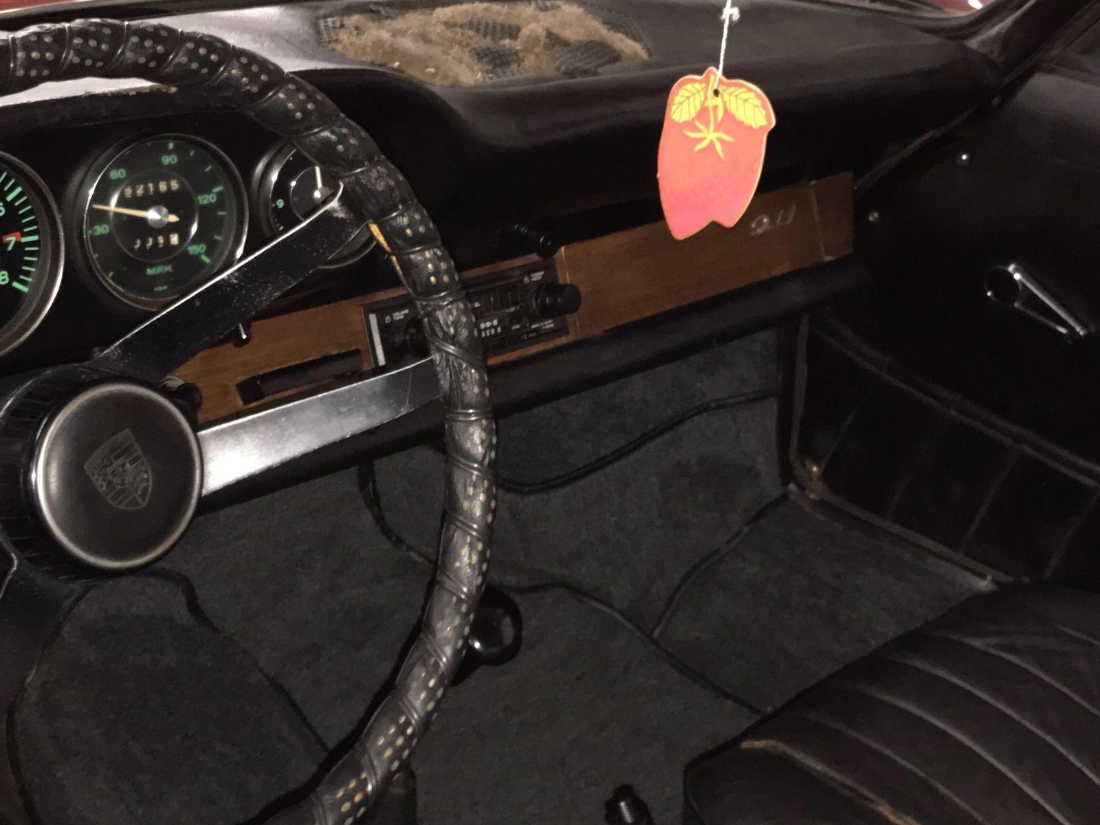 Porsche 911 1965 barn find (8)