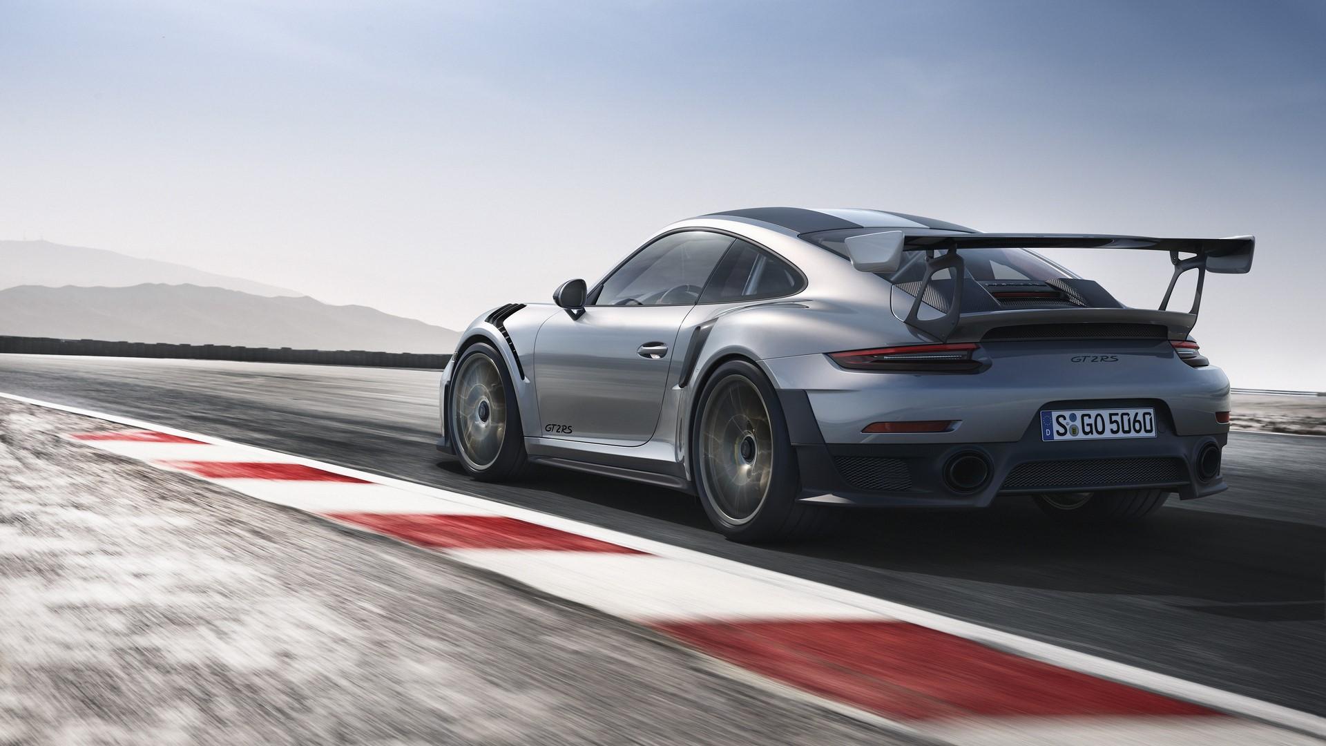 Porsche 911 GT2 RS 2018 (3)