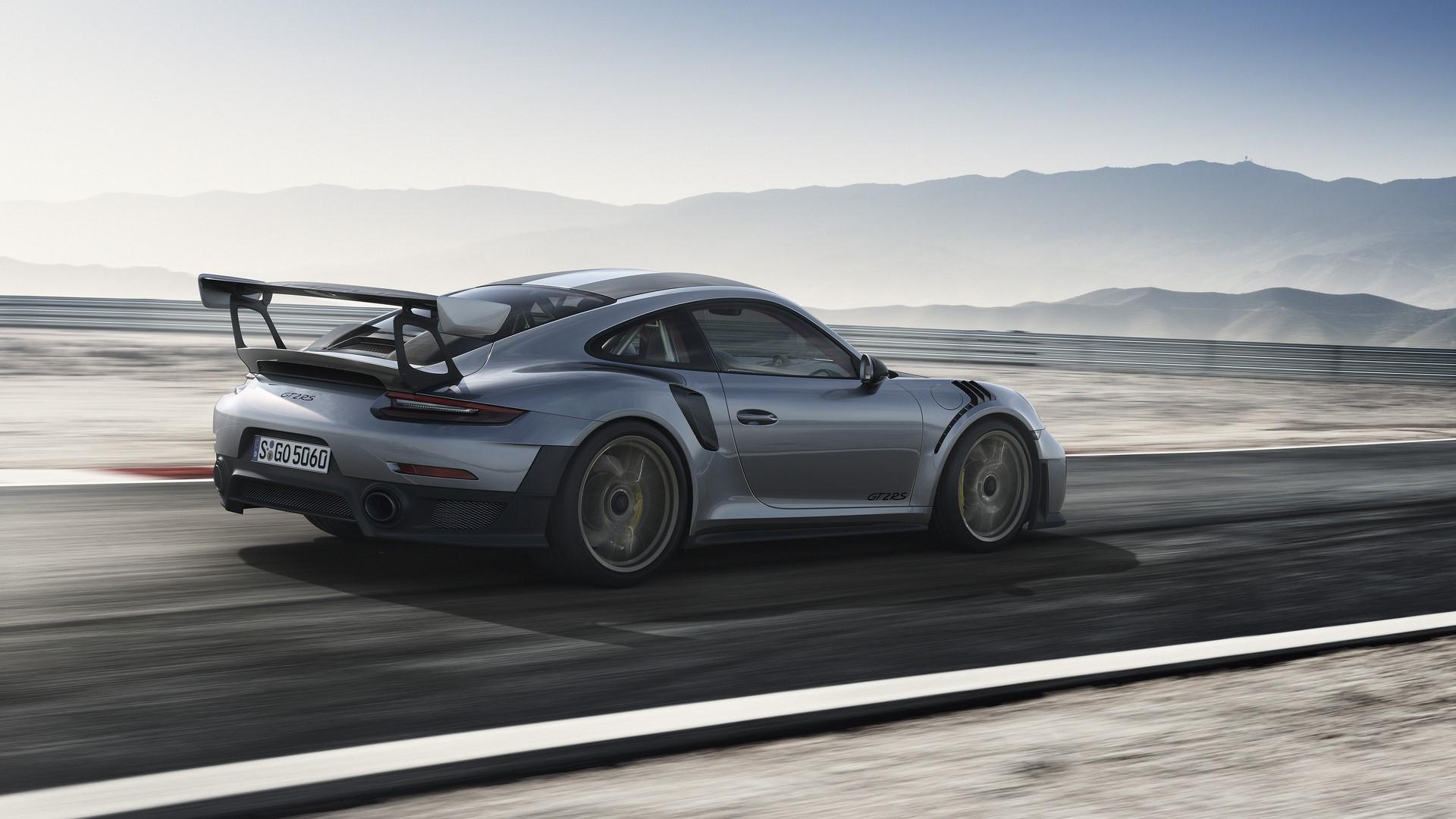 Porsche 911 GT2 RS 2018 (4)
