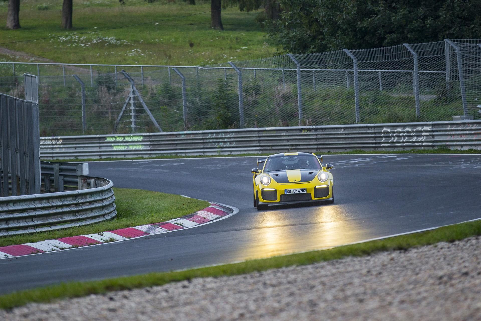 Porsche 911 GT2 RS Nurburgring lap record (1)