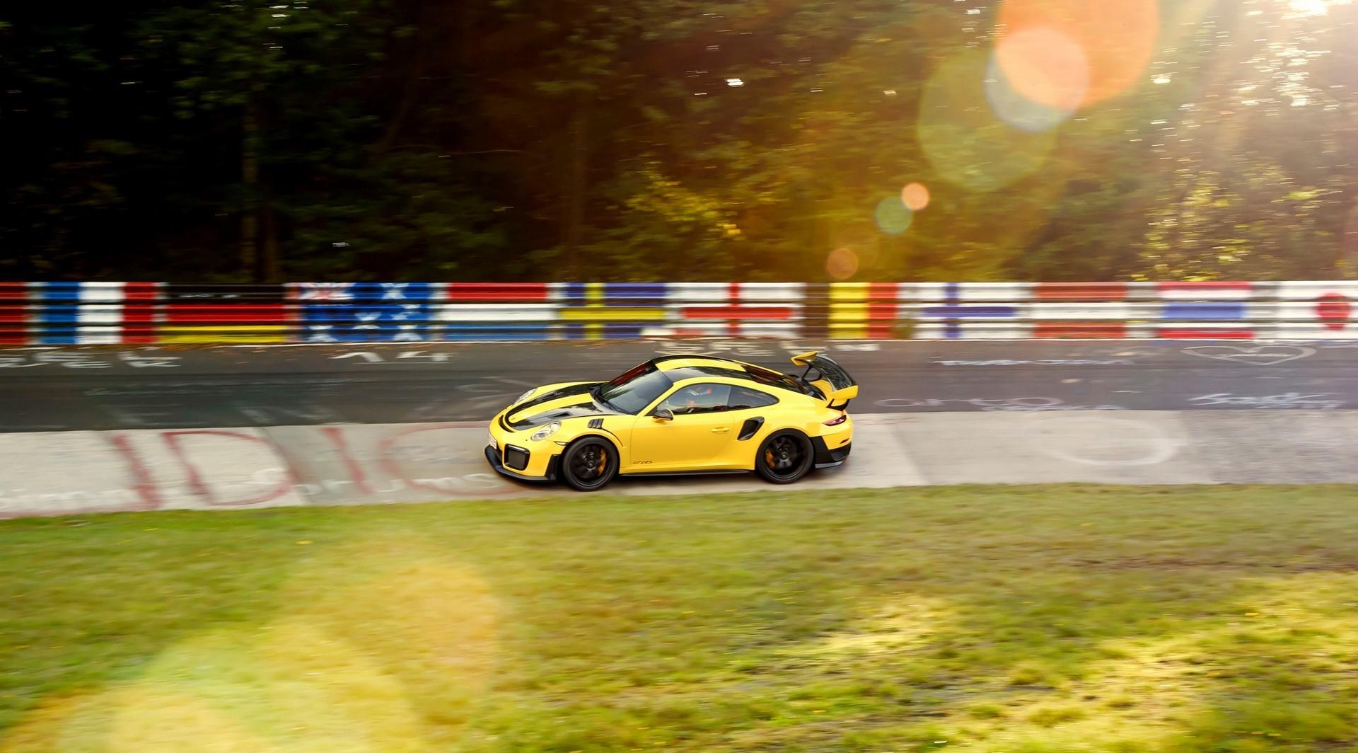 Porsche 911 GT2 RS Nurburgring lap record (2)