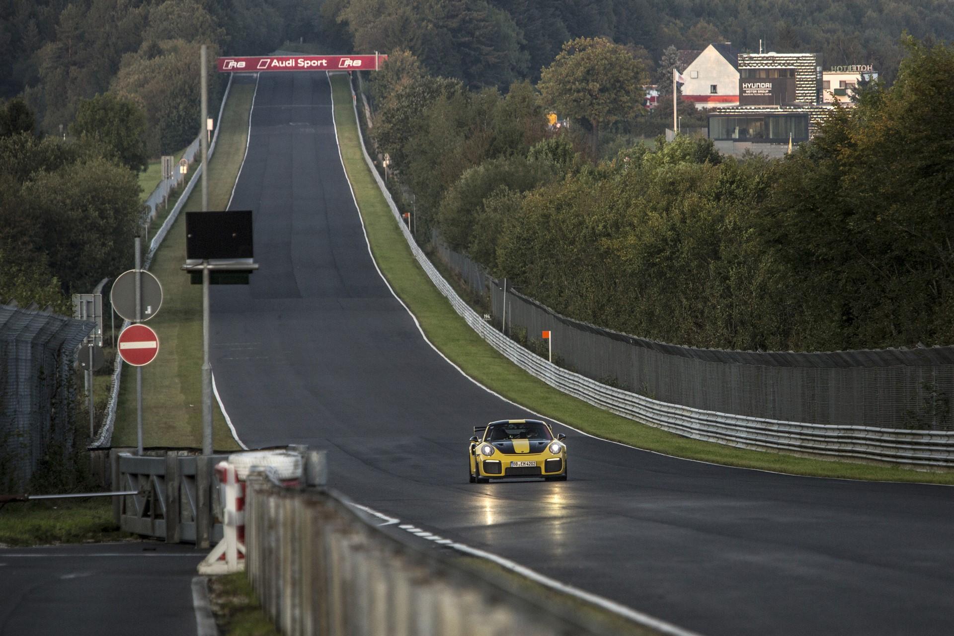 Porsche 911 GT2 RS Nurburgring lap record (6)