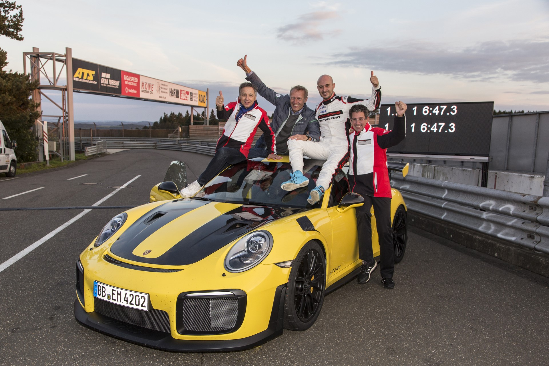 Porsche 911 GT2 RS Nurburgring lap record (7)