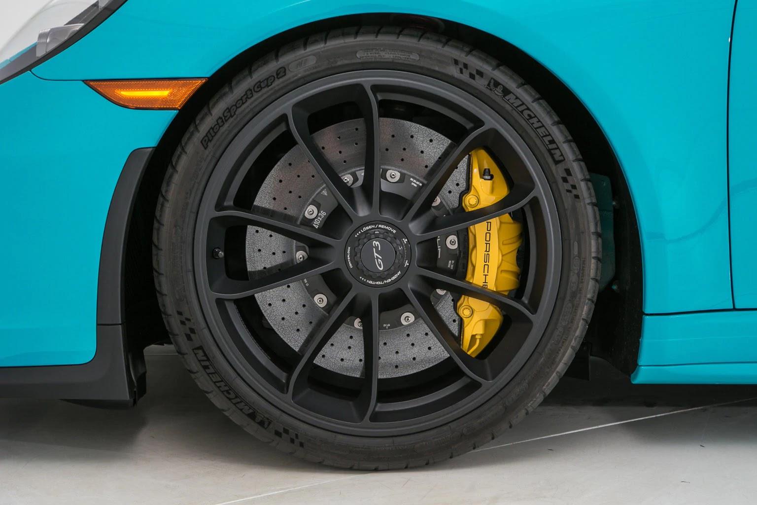 Porsche_911_GT3_Miami_Blue_01
